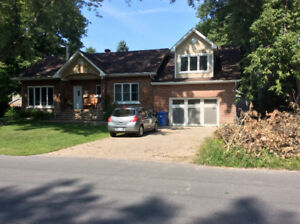 GREAT BEACONSFIELD HOME FOR RENT !