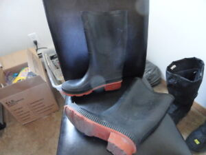 Rubber Boots Made in Canada size 8