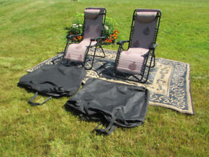 JUST LIKE NEW 2 TAN CHAISE LOUNGE CHAIRS+OUTDOOR MAT