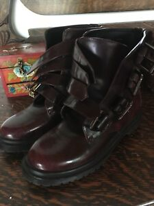 Deena & Ozzy boots size 7