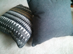 Throw pillows (4)
