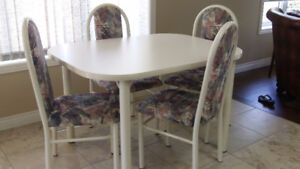 kitchen table/chaires