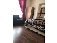 2 Doubles rooms in nice house Petersfield Road Acton W3 8NY 625£pm and 700£pm Accept and student
