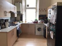 2 Double Bedrooms to Let in a Large 3 Bedroom Flat