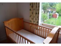Baby/toddler cot in great condition, includes nearly new mattress