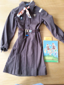 Vintage 70's Brownie uniform & 1965 handbook