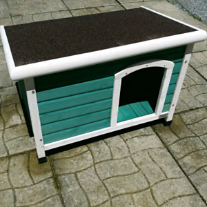 Dog house for medium-large dogs. NEVER BEEN USED