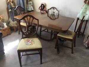 Duncan Phyfe table and chairs