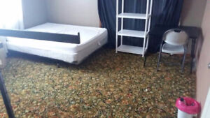 Room for rent available now,preferred girl (Niagara college)
