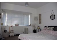 Large double bedroom available in large and sunny flat in Weston