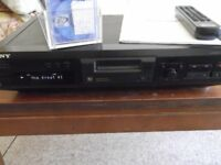 Sony MDS-JE330 MiniDisc player/recorder with remote control and 32 re-usable MiniDiscs