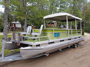 Pontoon boat Harris 28 foot with 50hp yamaha 4 stoke