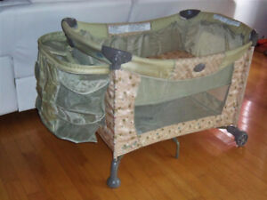 Parc double fond bassinette pour bébé 35$