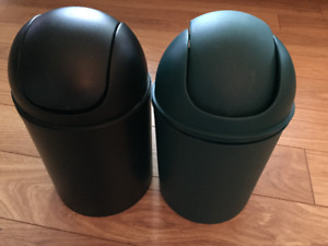 Petite poubelle une noire et une verte (7$ chacune)