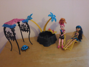 Monster high oasis set including dolls, car and high school