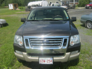 2006 Ford Explorer Beige leather SUV, Crossover