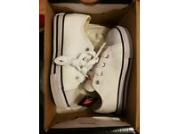 A pair of brand new white boy shoes (Trainers) Size 8