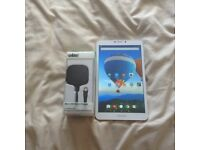 """LOOK ARCHOS 8"""" TABLET 16GB WITH CHARGER"""