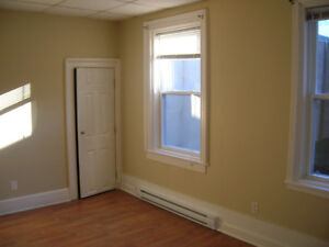York Street One-Bedroom AVAILABLE AUGUST 1ST