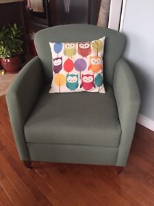 Vintage style looking chair - green
