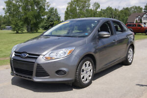 2013 Ford Focus SE Sedan low low km low payment like new