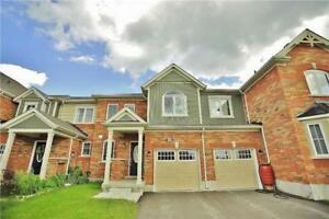 Like New 3 Bedroom Townhouse in Aurora