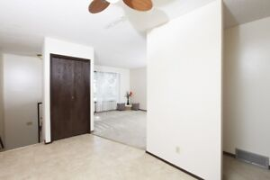 Beautiful 3 bedroom Town house Availabe now. $1249