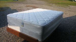 Serta Queen Size Mattress/Boxspring