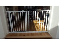 REAL BARGAIN: SAFETOTS Extra wide baby safety gate