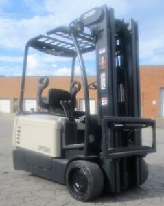 """2004 CROWN FORKLIFT 3 WHEELER WITH SIDE SHIFT 188"""" LIFT"""