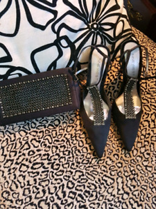 Nine West pumps and matching clutch set