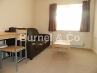 1 bedroom flat to rent in Hounslow, Olivia Court Hanworth Road, TW3