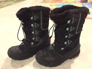 NorthFace Winter Boots (size 4)