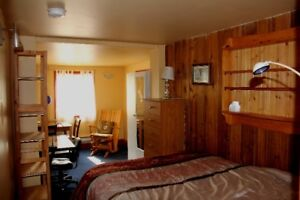 Sweet cozy suite available Sept.1