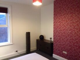 Large Double En Suite Room Available in Shared House £68pw & bills