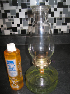 LARGE VINTAGE OIL LAMP - EXCELLENT CONDITION (full oil refill)