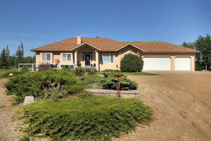 1910 FT2 BUNGALOW ON 3.34 PRIVATE ACRES W/ TRIPLE ATT GARAGE!