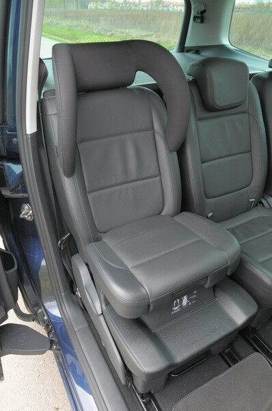 2 X Black Leather Headrest Head VW Sharan