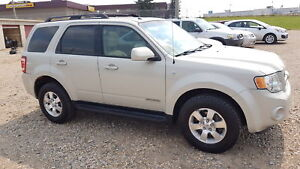 ** 2008 FORD ESCAPE LIMITED 4X4 ** BRAND NEW TIRES **