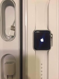Apple Watch (Sport Band white) 38mm.( flawless no scratch)