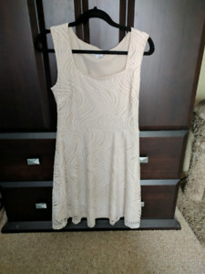 White dresses sz 10-12 for casual beach wedding or reception