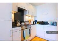 1 bedroom flat in Marina Point West, St Mary's Island, ME4 (1 bed)