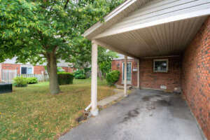 Updated condo backing onto greenspace