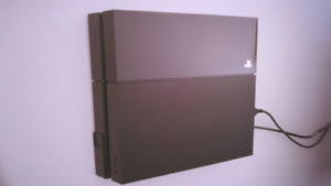 Like new PS4 with games + 2 controllers + wallmount