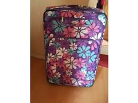 28 inch floral suitcase in vgc £8
