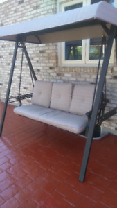 3-Seat Cushioned Woven Swing