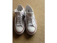 Converse trainers size 6 **BRAND NEW WITH TAG**