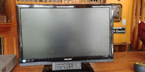 Toshiba 21 inch flat screen tv with remote - MINT CONDITION