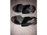 Black sandels size 5