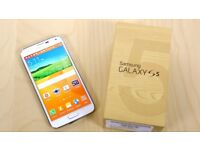 NEW Samsung Galaxy S5 White/ Black (UNLOCKED) Boxed + FREE Extras!!!